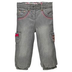 Jeans de color gris con forro de tejido de punto con bolsillos bordados de fantasía