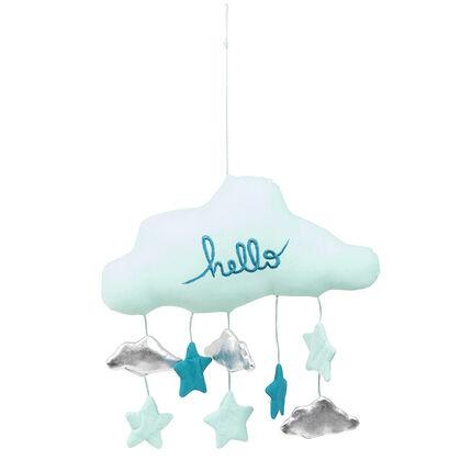 Móvil enguatado con forma de nube con pequeños elementos colgantes