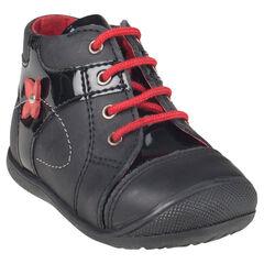 Botas bajas de cuero con cordones de color negro con detalle