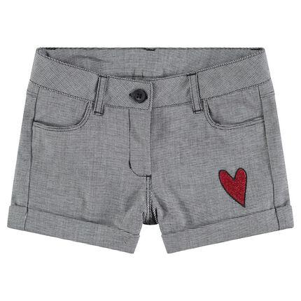 Pantalón corto de pata de gallo con corazón bordado