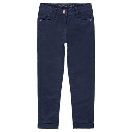 Pantalón corte slim de sarga lisa