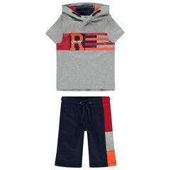 Conjunto con camiseta con capucha y bermudas que contrastan