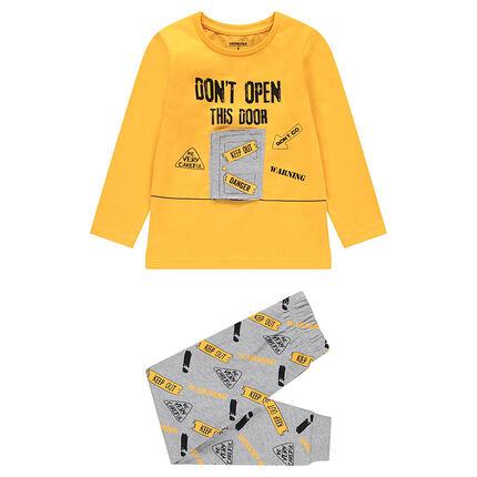 Pijama bicolor con puerta con velcro y mensaje estampado