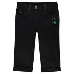 Pantalones pirata negros con detalles bordados