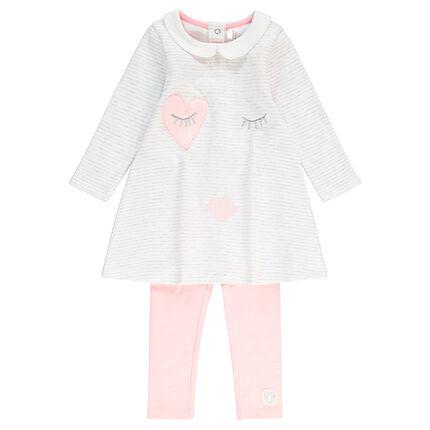 Conjunto de vestido de manga larga a rayas y legging de punto con parche de corazón