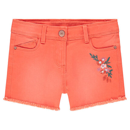 Pantalón corto con efecto desgastado y flores bordadas con flecos