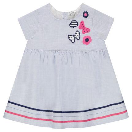 Vestido de manga corta con motivos bordados y galones en contraste