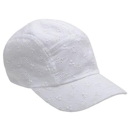 Gorra con bordado inglés