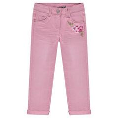 Pantalón de sarga efecto arrugado con flores bordadas
