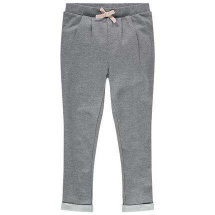 Pantalón de punto asargado con pliegues y lazo que contrasta