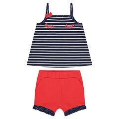 Conjunto con camiseta de rayas y pantalón corto rojo con volantes