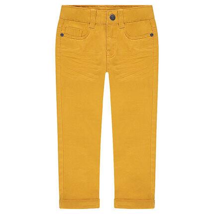Pantalón con efecto arrugado y bolsillos con inscripción de relieve