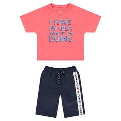 Conjunto con camiseta de manga corta y bermudas con banda que contrasta