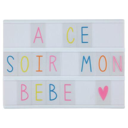 Caja luminosa con letras