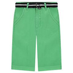 Bermuda de sarga verde lisa con cinturón