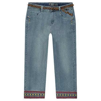 a8828964bb Pantalón corsario vaquero con efecto desgastado y frisos bordados ...