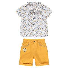 Conjunto de camisa estampada y bermudas amarillas