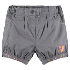 Pantalón corto de fantasía con bordados que contrastan