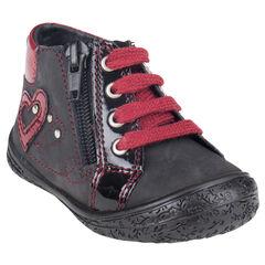 Botas bajas de cuero de color negro con aplicación corazon con remache