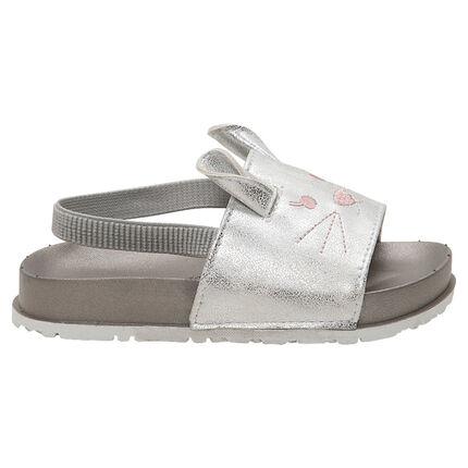 Sandalias con forma de chanclas con detalles bordados de ratones y tira elástica