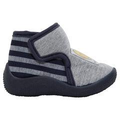 Zapatillas abotinadas con velcro y parche ©Smiley.