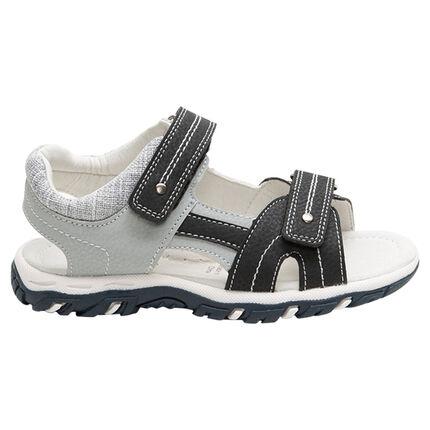 Sandalias de dos materials con tiras y suela que contrasta