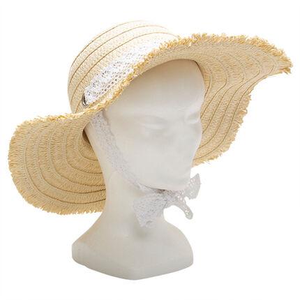 Sombrero de paja con galón de encaje