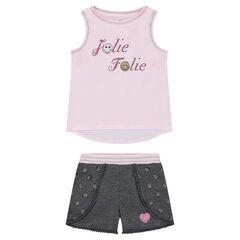 Conjunto con camiseta y mensaje brillante y pantalón corto con galones y pompones ©Smiley
