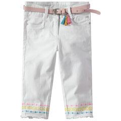 Pantalón corto liso con cinturón desmontable y bordados de colores