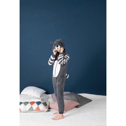 Pijama con lobo de polar con detalles de relieve