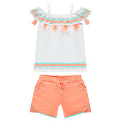 Conjunto con top con pompones y pantalón corto de color coral