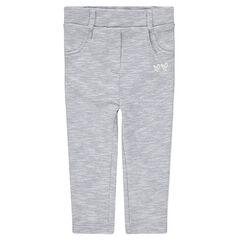 Pantalón con forro de punto gris asargado con bandas que contrastan