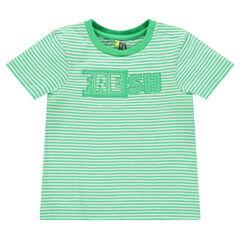Camiseta de manga corta con rayas all over e inscripción estampada