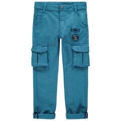 Pantalón cargo con parches y bolsillos