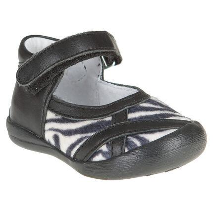 Zapatos merceditas de cuero de color negro con aplicación con zebra