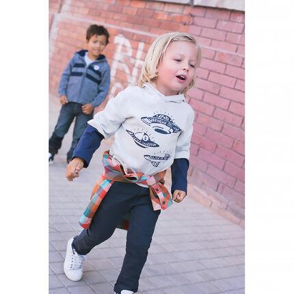 Camiseta de mangas larga con efecto 2 en 1, capucha y estampado de platillos volantes