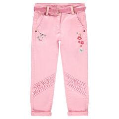Pantalón de sarga con flores bordadas y cinturón brillante