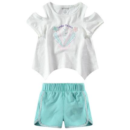 Conjunto de camiseta con conchas estampadas y pantalón corto conb cordoncillo plateado.