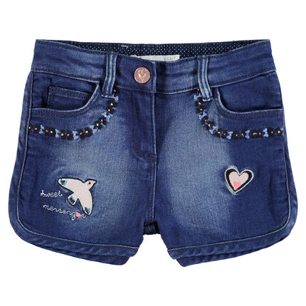 Pantalón corto vaquero efecto gastado y bordados de colores