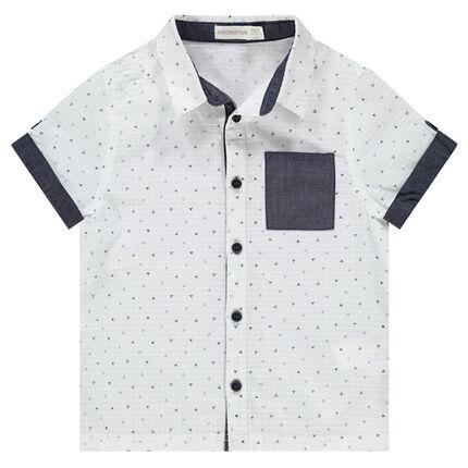 Camisa de manga corta con dibujos gráficos y toques de cambray