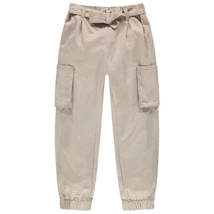 Pantalón cargo con bolsillos y cinturón que se anuda