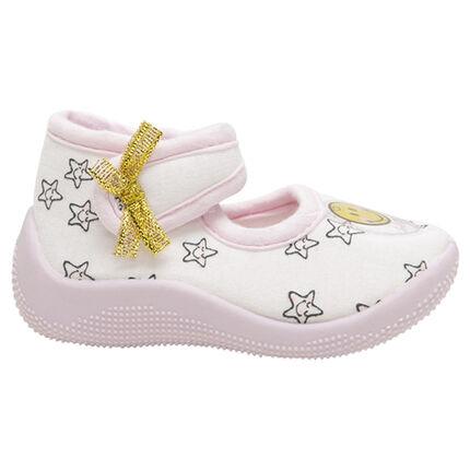 Zapatillas con forma de merceditas con parche de ©Smiley y estrellas