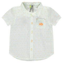 Camisa de manga corta con bolsillo y estampado all-over.