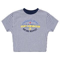 Camiseta de manga corta con rayas verticales e inscripciones estampadas