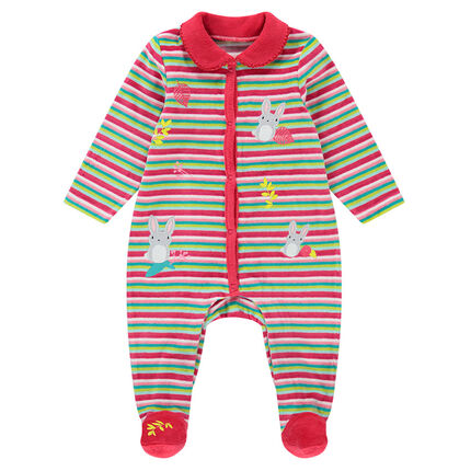 Pijama de terciopelo con rayas y parches de conejos.