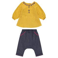 Conjunto de túnica de color amarillo mostaza y pantalón bombacho de estilo vaquero
